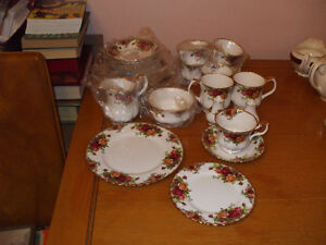 Royal Albert China, Old Country Roses Windsor Region Ontario image 1
