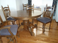 Solid Oak Pedastal  Dining Room Table with 6 Chairs and Hutch