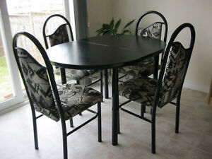 Dinning table set with extendable leaf
