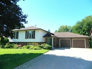 Spacious Home-Inground Pool-Strathroy- OPEN HOUSE Oct 1st 2-4pm