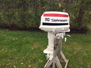 Moteur hors-bord Johnson 20 HP