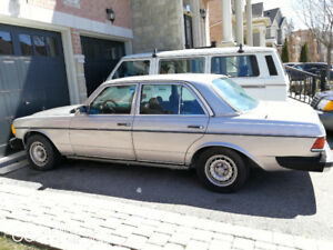 1982 Mercedes Benz 300TD - NEAR MINT BODY