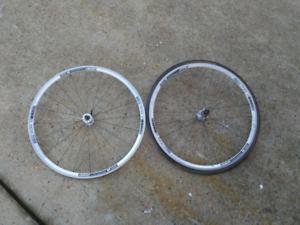 700c wheelset dt swiss r1800