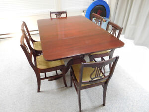 Duncan Phyfe dining table and 6 chairs