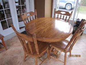 table de cuisine avec rallonge négociable Lac-Saint-Jean Saguenay-Lac-Saint-Jean image 1