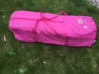 Travel cot with three travel mattresses (pink)