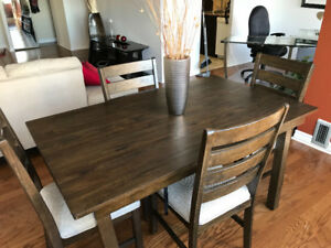 Table de salle à dîner