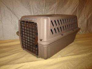 FREE PET FOOD CONTAINER & PET DISHES