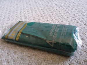 Pack of 4 green kitchen napkins Brand new London Ontario image 3