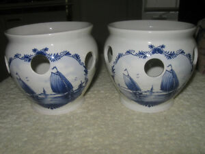 VINTAGE BLUE DELFT ART POTTERY / VASE / PLANTER / CANDLE HOLDER