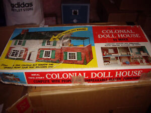 MARX METAL DOLL HOUSE IN BOX W FURNITURE + FAMILY