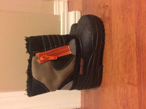 Excellent used condition Infant's size 4 winter boots.
