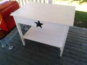 Pantry's sign's collectibals benches
