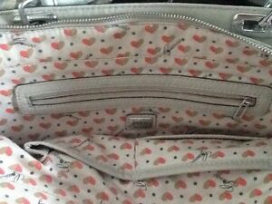 Guess purses / bag / wallet / wristlet Stratford Kitchener Area image 2