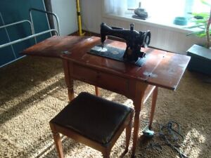 Vintage Antique Working Singer sewing machine table and chair