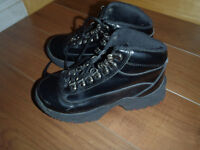 FALL GIRL BOOT/EXCELLENT CONDITION