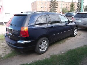 2006 pacifica SUV     3 row seating