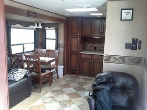 2014 Zinger Travel Trailer 33'