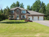 BEAUTIFUL EXECUTIVE STYLE FAMILY HOME! MOUNTAIN AND WATER VIEWS!