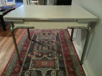 "Kitchen table ""vintage"" - 1950s diner style - pick-up only"