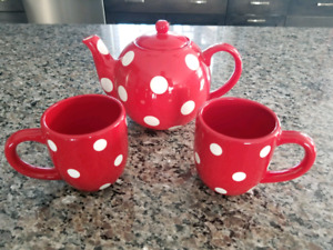 Tea Pot and Mug Set