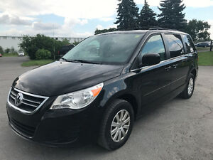 2009 Volkswagen Routan Minivan Power doors DVD