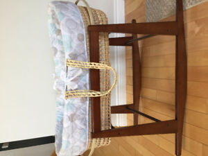 Wicker bassinet and stand