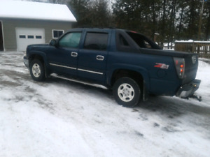 2005 Chevy Avalanche   Reduced price !