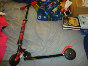 SPIDERMAN LIGHT UP SCOOTER