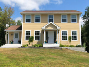 Large family home minutes from Hampton! In Hampton school zone!