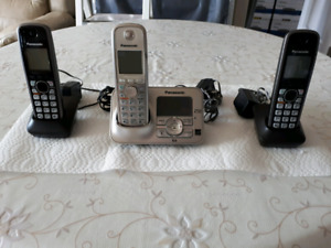 3 Panasonic cordless phones