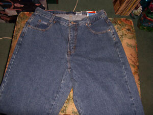 FOR SALE BLUENOTES JEANS, 33X32 WOMENS CUT.NEW
