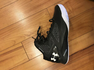 **BRAND NEW** Under Armour Curry Clutchfit 2.0 Basketball Shoes