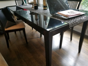 Dining Room Table and 4 Chairs.  Solid Wood