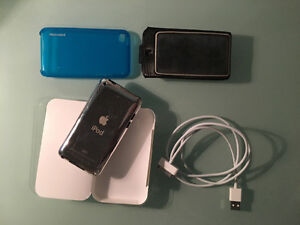 ipod touch 4th Generation + Accessories! West Island Greater Montréal image 3