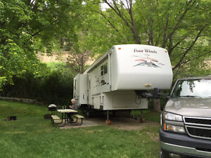 Four Winds Classic fifth wheel trailer