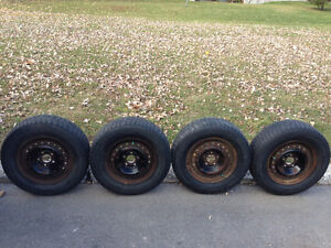 4 Winter tires 205 / 70 R15 MICHELIN X-ICE with rims good shape