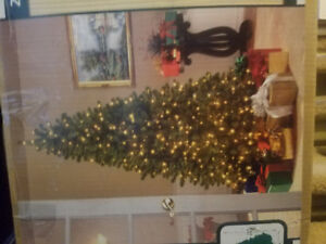 7.5 foot pre lit christmas tree with extra light strings