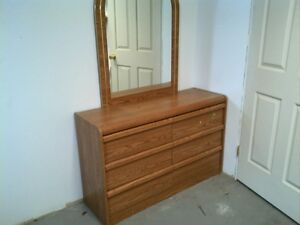 , 2 dressers with mirrors