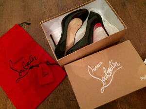Authentic Christian Louboutin patent leather shoes - Size 9.5