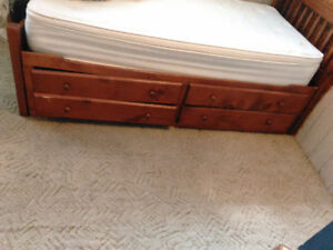 Day bed for sale with drawers