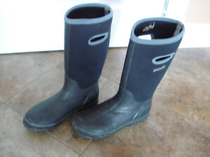 Shoes and rain boots men size 8 London Ontario image 9
