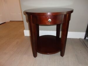 Living Room End Table...In Excellent Condition