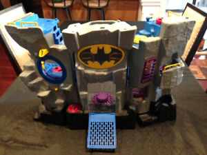 Assorted Toys: Superheros/base, Star Wars, Toy story, stuffies