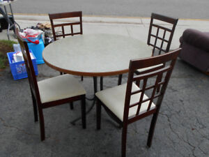 5 pce Dinette set Wood Chairs 39''; round