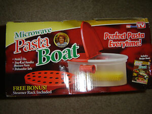 AS SEEN ON TV MICROWAVEABLE PASTA BOAT BRAND NEW IN THE BOX!!! London Ontario image 2