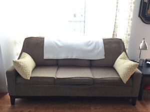 Structured high back 3-seater couch in beige/light brown