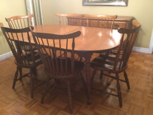 Vintage Vilas Dining room set. AMAZING condition