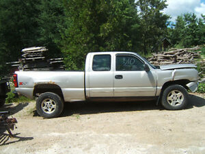 Parting Out Several 2001 and Up Chev/GMC Trucks 2&4 Wheel Drive Kitchener / Waterloo Kitchener Area image 1