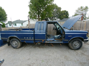 Parting out!! 1987 F-250 6.9L Diesel 4 speed with Splitter 280km